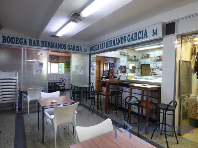 Local en centro comercial zona Villa Rosa. Bar totalmente montado.